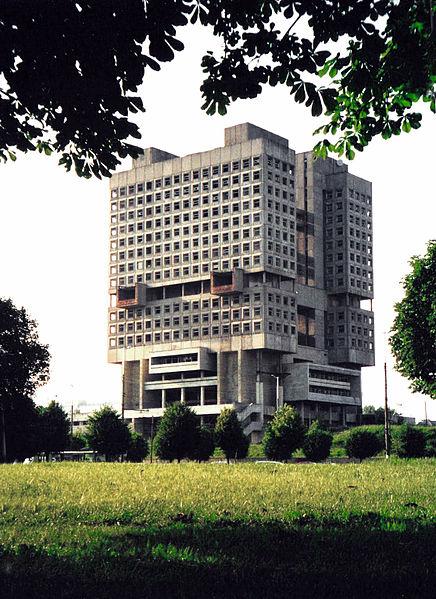 外牆未被翻新的蘇維埃宮 圖片來源:Wikimedia Commons