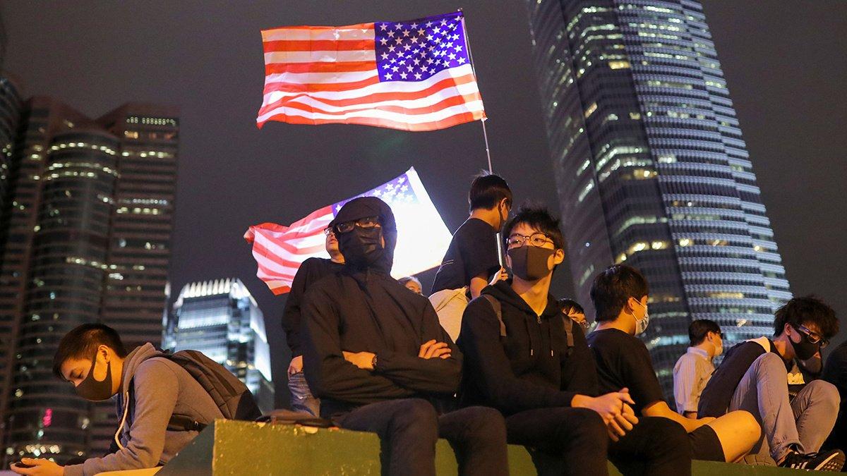 特朗普簽署法案支持香港示威者