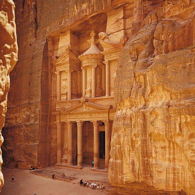 希臘式的鑿岩建築-約旦卡茲尼神殿