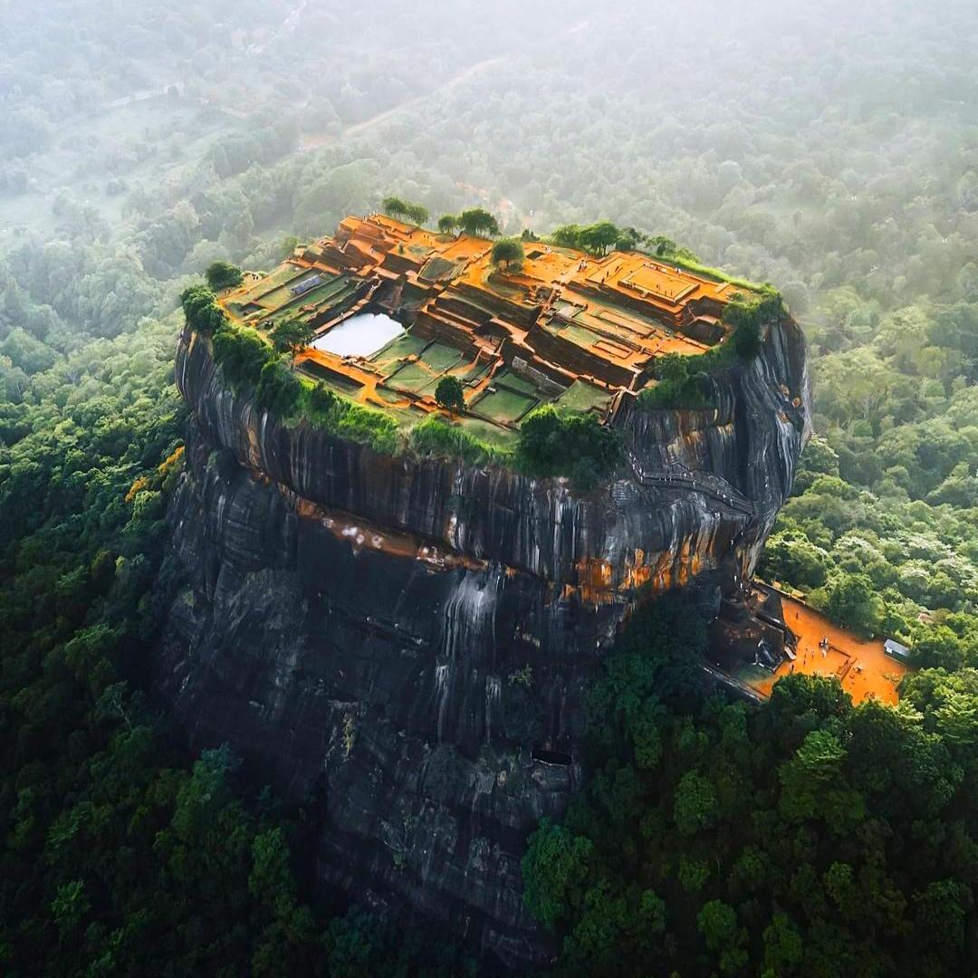 屹立在巨岩上的要塞-斯里蘭卡錫吉里耶宮殿