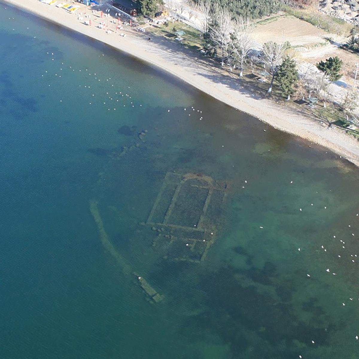 淹沒在湖底的拜占庭東正教堂-聖尼奧菲托斯