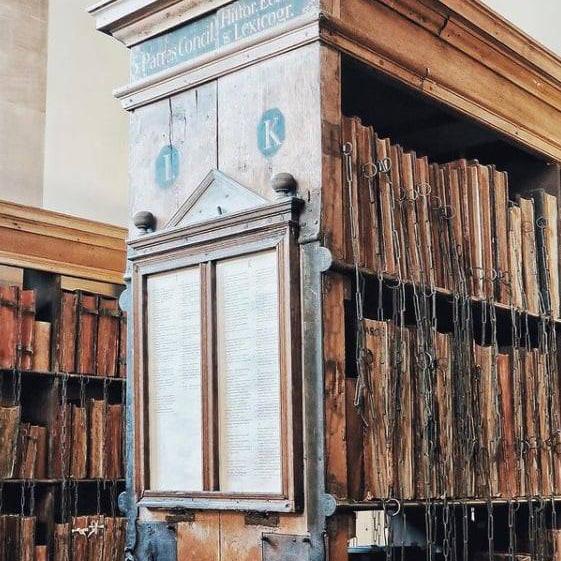 被鎖上的中世紀典籍
